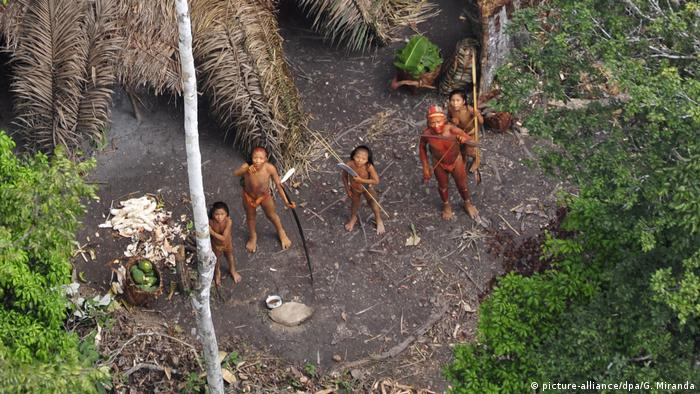 One of the world's last uncontacted tribes in Brazil, 2011 (picture-alliance/dpa/G. Miranda)