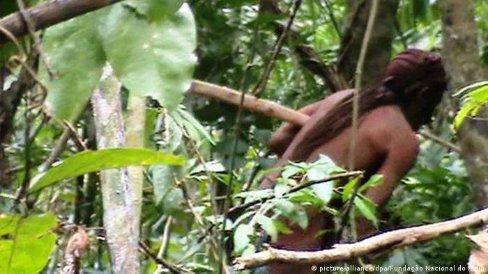 Indígena de una tribu aislada del Amazonas.