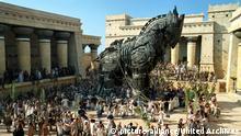 Troja, (TROY) USA 2004, Regie: Wolfgang Petersen, Key: Massenszne, Trojanisches Pferd,   Verwendung weltweit