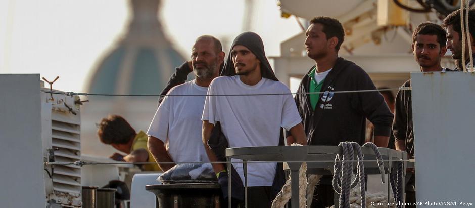 Παραμένουν οι πρόσφυγες στο Diciotti