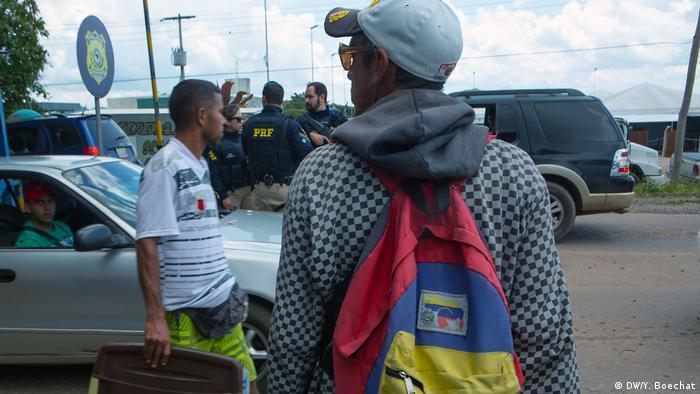 Refugiados na cidade de Paracaima, em Roraima