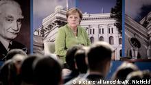 24.08.2018, Georgien, Tiflis: Bundeskanzlerin Angela Merkel (CDU) nimmt an der Iwane-Dschawachischwili-Universität an einer Diskussionsveranstaltung mit Studierenden teil. Die Bundeskanzlerin besucht bis zum 25.08.2018 die ehemaligen Sowjetrepubliken Georgien, Armenien und Aserbaidschan. Foto: Kay Nietfeld/dpa | Verwendung weltweit