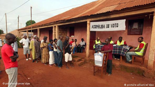 Uma mesa de voto na Guiné-Bissau