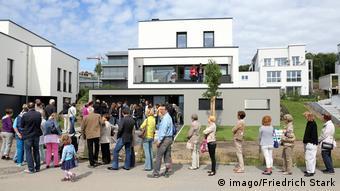 Очередь на осмотр дома в Дортмунде (фото из архива)