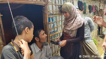 Before the outbreak of the pandemic, the volunteers in the camps conducted interviews for their radio reports. This is no longer possible