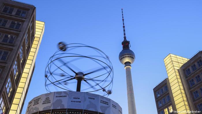 Берлинская телевизионная башня на площади Александерплац
