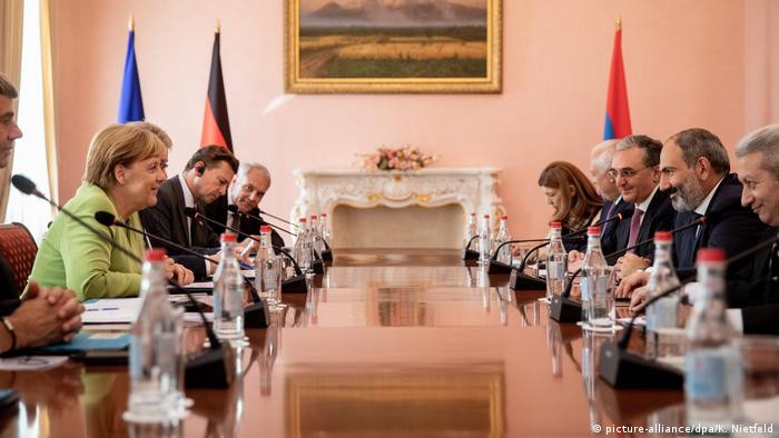 The German and Armenian delegations discussed a variety of topics