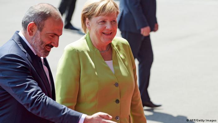 Armenien - Bundeskanzlerin Angela Merkel zusammen mit Nikol Paschinjan, Ministerpräsident von Armenien (AFP/Getty Images)