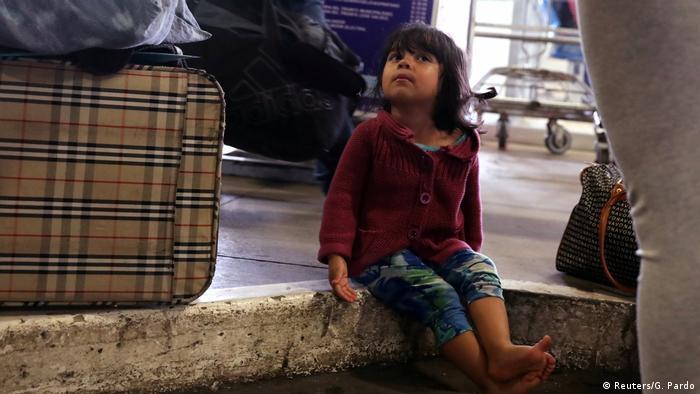 Ein Flüchtlingsmädchen aus Venezuela nach der Ankunft in der peruanischen Grenzstadt Tumbes