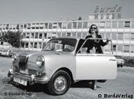 Aenne Burda getting into a car in front of her publishing house
