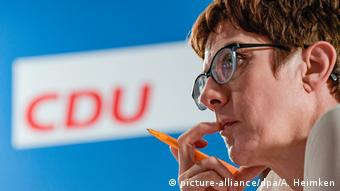 Annegret Kramp-Karrenbauer (picture-alliance/dpa/A. Heimken)