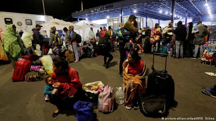 Flucht aus Venezuela - Grenze nach Ecuador (picture-alliance/dpa/AP/D. Ochoa)