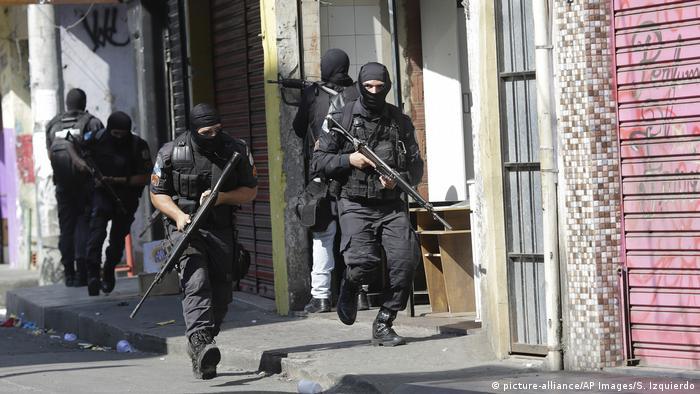 Policiais no Rio