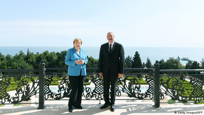 Merkel'in Kafkasya turu Bakü durağında sona eriyor