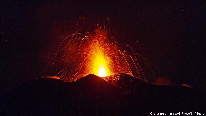 Italien Sizilien Ätna-Vulkan-Ausbruch (picture-alliance/AP Photo/S. Allegra)