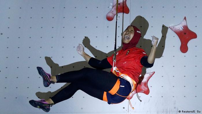 2018 Asian Games Aries Susanti Rahayu (Reuters/E. Su)
