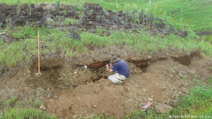 Las excavaciones les han permitido identificar problemas de erosión y falta de fertilidad a los que tuvieron que hacer frente los habitantes de la isla en el pasado, al igual que hoy en día.