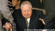 ARCHIV - Der frühere chilenische Diktator Augusto Pinochet(Archivfoto vom 11.09.2003) ist nach Angaben des chilenischen Fernsehens und von Radio Bio-Bio am Sonntag im Alter von 91 Jahren gestorben. Pinochet war in den letzten Tagen wegen Herzproblemen behandelt EPA/ Leo Marcazolo +++(c) dpa - Bildfunk+++ |