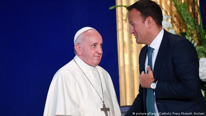 Leo Varadkar and Pope Francis (picture-alliance/Catholic Press Photo/A. Giuliani)