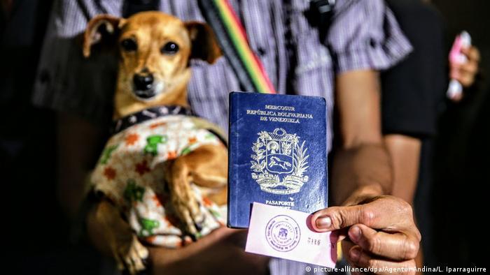 Беженцев из Венесуэлы на границе с Перу