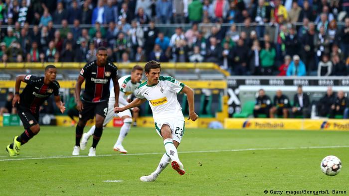 Jonas Hofmann scores from the spot for Borussia Mönchengladbach