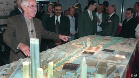 German architect Albert Speer Jr. presenting the plans for the Urban Entertainment Center in 1999 (AP)