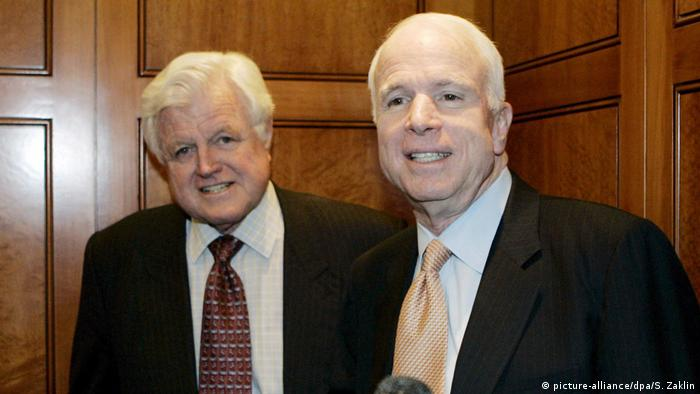 Senators Ted Kennedy and John McCain (picture-alliance/dpa/S. Zaklin)