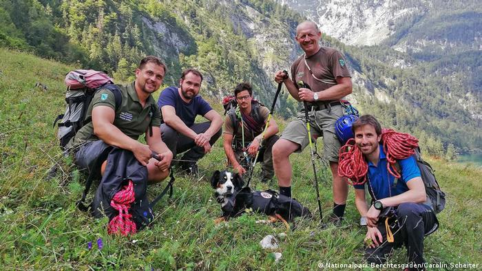 Rescuers pictured with the 8-year-old mongrel, Barry (Nationalpark Berchtesgaden/Carolin Scheiter)
