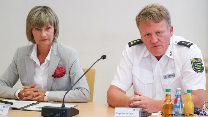 Die Chemnitzer Oberbürgermeisterin Barbara Ludwig mit dem Polizeidirektor Jörg Kubiessa