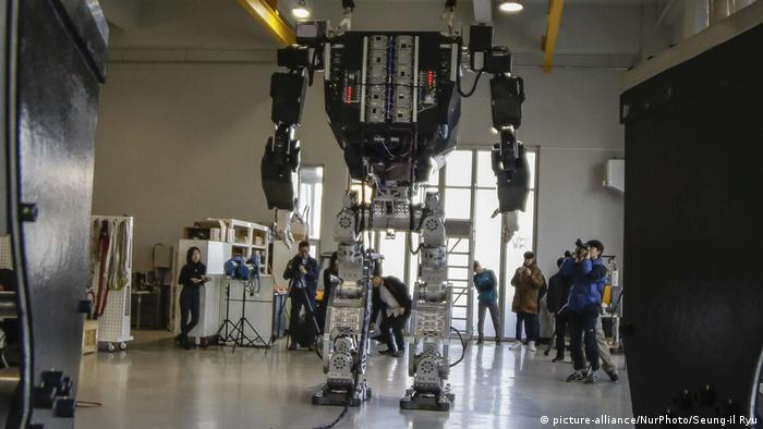 Roboter Method II (picture-alliance/NurPhoto/Seung-il Ryu)