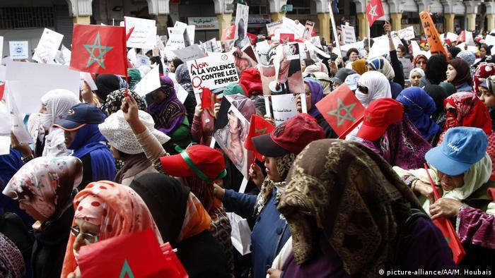 جانب من مظاهرة في الرباط عام 2015 تطالب بمكافحة ممارسة العنف ضد النساء، أرشيف
