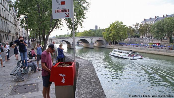 Franța, pisoar pe malul Senei (picture-alliance/newscom/D. Silpa)