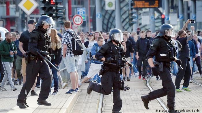 Chemnitz Abbruch von Stadtfest (picture-alliance/dpa/A. Seidel)