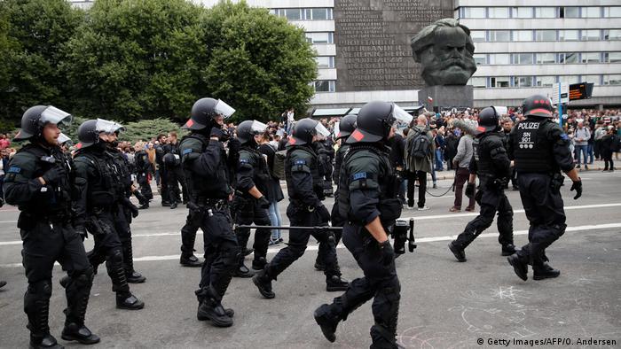 Policja na ulicach w Chemnitz