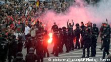 27.08.2018 Protesters light fireworks during a far-right demonstration in Chemnitz, Germany, Monday, Aug. 27, 2018 after a man has died and two others were injured in an altercation between several people of various nationalities in the eastern German city of Chemnitz on Sunday. (AP Photo/Jens Meyer)