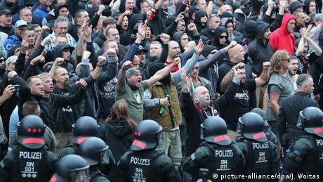 Deutschland Demonstration der rechten Szene in Chemnitz (picture-alliance/dpa/J. Woitas)