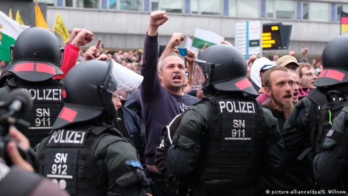 Deutschland Demonstration der rechten Szene in Chemnitz (picture-alliance/dpa/S. Willnow)