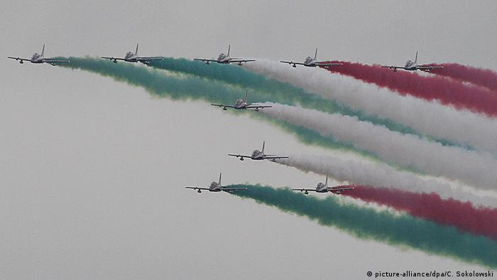 The Frecce Tricolori (picture-alliance/dpa/C. Sokolowski)