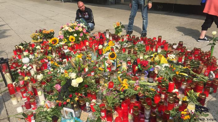 The memorial to a 35-year-old man identified as Daniel H., who was fatally stabbed at this site in central Chemnitz on the night of August 25, 2018. Photo taken 28.08.2018. (DW/B. Knight)