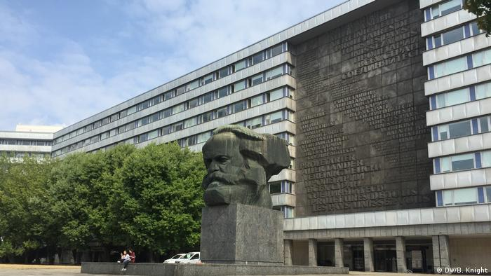 The Karl Marx Monumtent in Chemnitz, pictured on 28.08.2018, a day after it was the site of major right- and left-wing demonstrations. (DW/B. Knight)