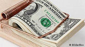 Symbolbild Kreditklemme Dollarscheine und Mausefalle