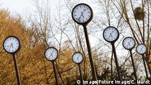 Uhrenfeld in Park. Düsseldorf, 22.03.2018 *** Clock field in park Dusseldorf 22 03 2018 Foto:xC.xHardtx/xFuturexImage