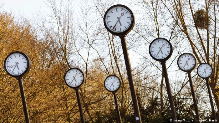 Clock field in park Dusseldorf (Imago/Future Image/C. Hardt)