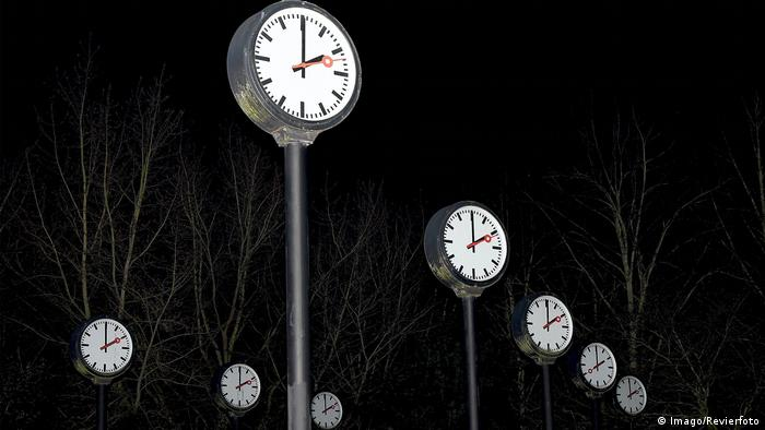 Clocks in Düsseldorf (Imago/Revierfoto)