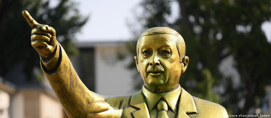 Πού πήγε το ...χρυσό άγαλμα του Ερντογάν;