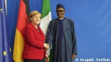 Bundeskanzlerin Angela Merkel (CDU) und Nigerias Praesident Muhammadu Buhari am Freitag (14.10.16) bei einer Pressekonfernz in Berlin. Die Bundesregierung will Nigerianer ohne Aufenthaltsgenehmigung in ihr Land zurueckschicken. Die Anerkennungsrate bei Asylsuchenden aus Nigeria liege bei acht Prozent, sagte Bundeskanzlerin Angela Merkel (CDU) nach einem Treffen mit Nigerias Praesident Muhammadu Buhari am Freitag in Berlin. Das beweise, dass die meisten Nigerianer aus wirtschaftlichen Gruenden nach Deutschland kaemen. Doch damit Deutschland denen Schutz bieten koenne, die vor Krieg fluechteten, muessten Hunderte Nigerianer zurueckgeschickt werden. (Siehe epd-Meldung vom 14.10.16) Pressekonferenz mit Merkel und Nigerias Praesident Buhari Copyright: epd-bild/RolfxZoellner Chancellor Angela Merkel CDU and Nigeria President Muhammadu Buhari at Friday 14 10 16 at a Press conference in Berlin the Federal government will Nigerians without Residence permit in her Country zurueckschicken the at asylum seeker out Nigeria Liege at eight Percent said Chancellor Angela Merkel CDU after a Meeting with Nigeria President Muhammadu Buhari at Friday in Berlin the Evidence that the most Nigerians out economic Grounds after Germany kaemen but This Germany them Protection offer can the before War fled muessten Hundreds Nigerians returned will See epd Message of 14 10 16 Press conference with Merkel and Nigeria President Buhari Copyright epd Picture RolfxZoellner