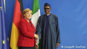 Deutschland Angela Merkel und Muhammadu Buhari 2016 (imago/R. Zoellner)