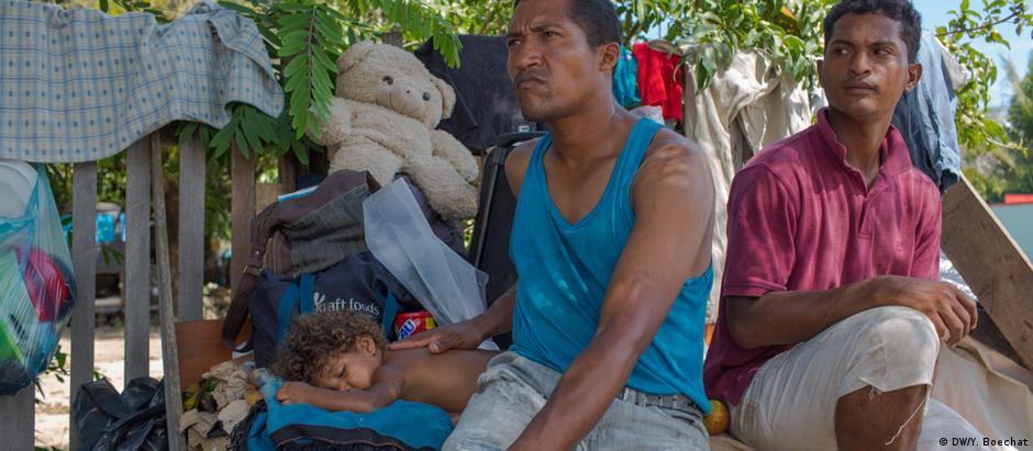 Em Boa Vista, milhares de venezuelanos dormem em barracas, redes ou simples pedaços de papelão estendidos nas ruas