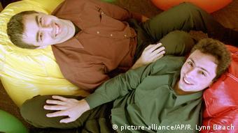 USA Google-Gründer Sergey Brin und Larry Page (picture-alliance/AP/R. Lynn Beach)