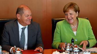 Олаф Шольц и Ангела Меркель